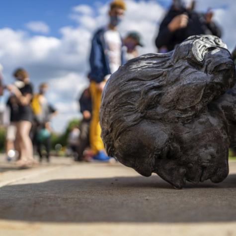 Derribar estatuas: colonialidad y espacio público